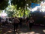 polisi-bubarkan-bentrok-massa-pro-dan-kontra-jokowi_20180920_154556.jpg