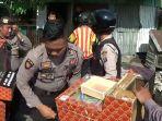 polisi-gerebek-kampung-narkoba_20180911_093811.jpg