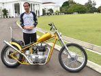 presiden-jokowi-membeli-sepeda-motor-modifikasi_20180122_164416.jpg