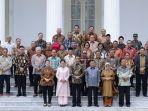 presiden-ri-jokowi-dan-wakil-presiden-ri-jusuf-kalla-berfoto-dengen-seluruh-anggota-kabinet-kerja.jpg
