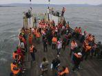 proses-pencarian-korban-km-sinar-bangun-di-pelabuhan-tigaras_20181018_180441.jpg