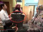 raffi-ahmad-dapat-hadiah-karpet-masjidil-haram.jpg