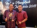 rapidin-simbolon-bupati-samosir-saat-menerima-penghargaan-malam-anugerah-pesona-indonesia.jpg