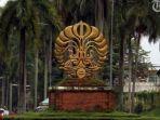 reaksi-universitas-indonesia-ui-soal-viral-postingan-fresh-graduate-tolak-gaji-rp-8-juta.jpg
