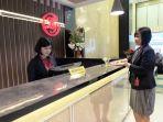 receptionis-lj-hotel-medan-tribun_20170721_193023.jpg