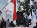 ribuan-buruh-melakukan-aksi-demonstrasi-di-pemprov-sumut_20180501_175747.jpg