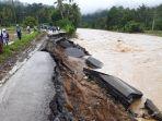 ruas-jalanpanyabungan-kotanopan-mandailingnatal-rusak-diterjang-banjir-air-sungai-batang-gadis_20181108_181836.jpg