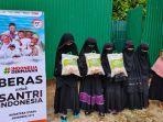 santri-di-tiga-tempat-menerima-bantuan-distribusi-beras-untuk-santri-indonesia.jpg