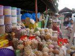 seorang-pedagang-kue-kering-di-pasar-simpang-limun.jpg