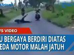 seorang-pria-yang-mau-bergaya-berdiri-diatas-sepeda-motor.jpg