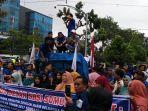 serikat-buruh-sejahtera-indonesia-sbsi-provinsi-sumatera-utara-berunjukrasa.jpg