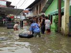 situasi-banjir-di-gang-merdeka-kelurahan-sei-mati-kecamatan-medan-maimun.jpg