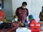situasi-monitoring-bupati-samosir-vandiko-gultom-pada-saat-vaksinasi-massal-di-kawasan-samosir.jpg