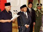 soeharto-sempat-bertemu-dengan-bj-habibie-sehari-sebelum-mengundurkan-diri.jpg