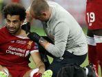 striker-liverpool-mohamed-salah-tengah-mendapatkan-perawatan-tim-medis_20180605_205725.jpg