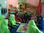 suasana-belajar-warga-program-keaksaraan-di-pkbm-cendana-di-desa-desa-perkebunan-ramunia-i.jpg
