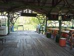 suasana-kafe-yang-tutup-selama-pandemi-di-wisata-mangrove-sicanang.jpg