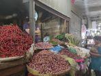 suasana-satu-diantara-kios-sayur-mayur-pedagang-pusat-pasar-medan.jpg