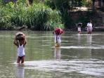 sungai-buaya_anak-sekolah_sergai_20160812_122358.jpg