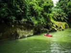 wisatawan-asal-kota-medan-di-pemandian-alam-namu-sira-sira-desa-durian-lingga.jpg