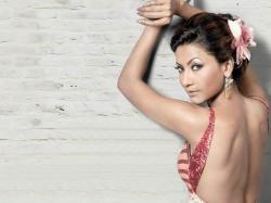 Berpakaian Seksi, Model Bollywood Ditampar Penonton Saat Siaran Langsung
