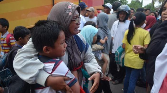 Bus SD Terguling, Wali Murid Ancam Guru Pakai Batu