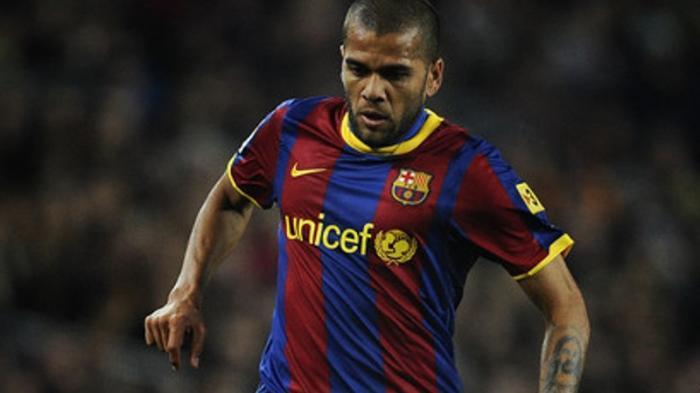 Dani Alves Masih Betah Bersama Barcelona
