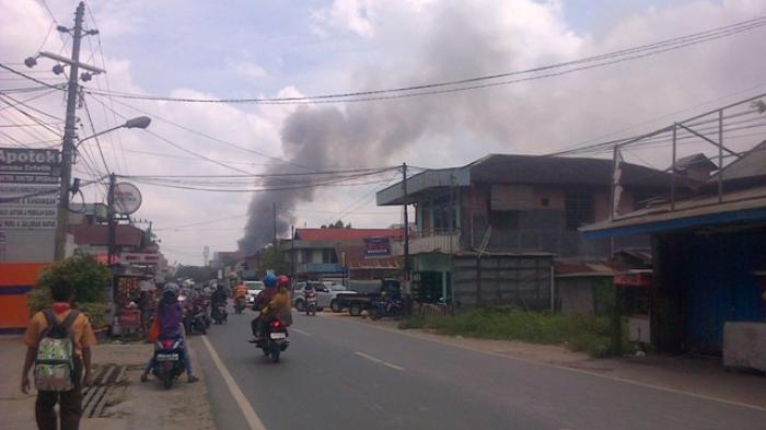 Lokasi Kebakaran Padat dan Sulit Dijangkau Pemadam