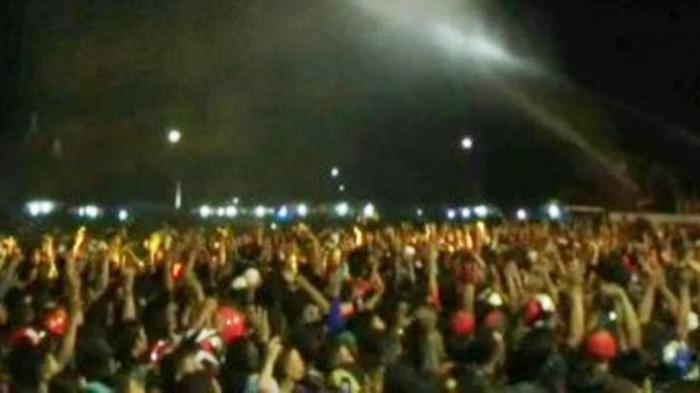 Konser Rhoma Kisruh, Puluhan Penonton Pingsan dan Terjepit Pagar Pembatas
