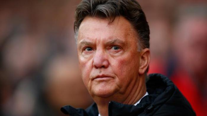 Manchester United Berburu Nomor 6