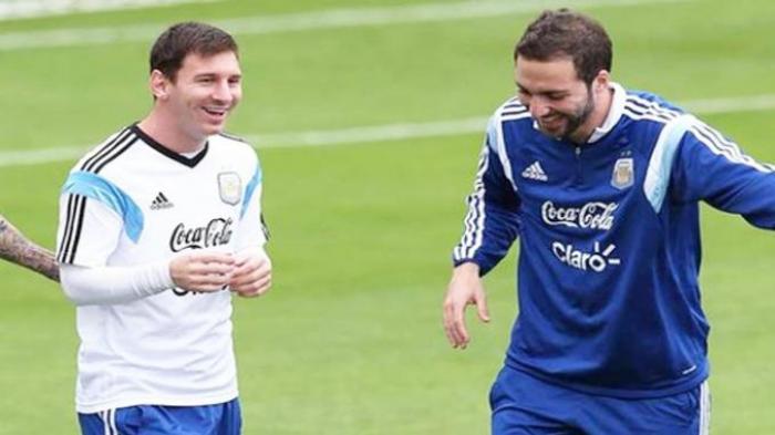 Higuain Bakal Gabung Messi di Barca