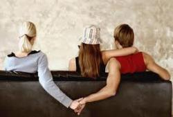 Jenguk Orangtua Sakit, Suami Selingkuh