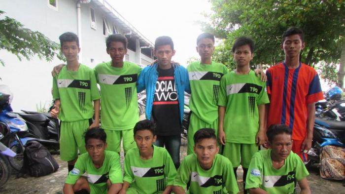 SMA 11 Banjarmasin Biasa Berlatih di Lapangan Becek