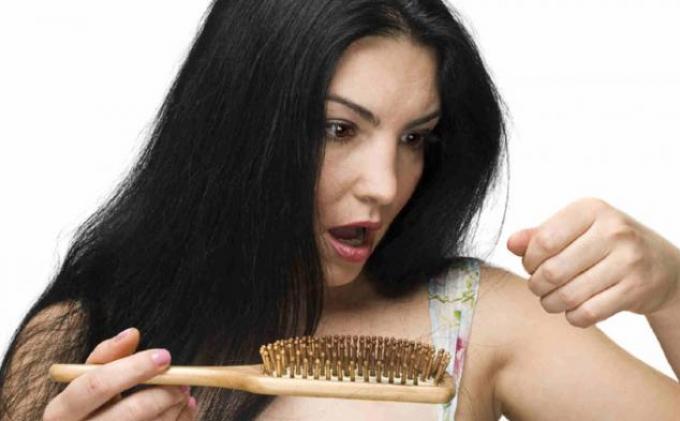 Risih karena Rambut Makin Banyak Uban? Ini Solusinya