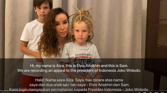 Aiza Anokhina bersama kedua anaknya memohon pada Presiden Jokowi