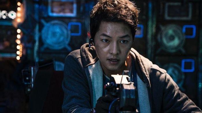 Melejit di Peringkat 1 Netflix, 'Space Sweepers' Film Song Joong Ki Trending, Baru 1 Hari Dirilis!