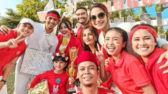 KEKOMPAKAN Pemain Ikatan Cinta Rayakan HUT ke-76 RI, Baju Merah Putih, Amanda Manopo Pamer Piala