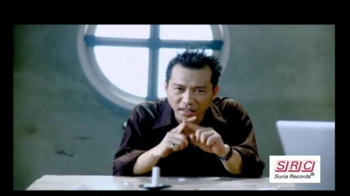 Anang Hermansyah Ungkap Fakta Simbol Jari Silang di Lagu 'Separuh Jiwaku Pergi', Benar Patah Hati?