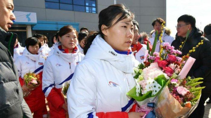 Anggota tim hoki es wanita Korea Utara tiba di pusat pelatihan Korea Selatan 25 Januari 2018.