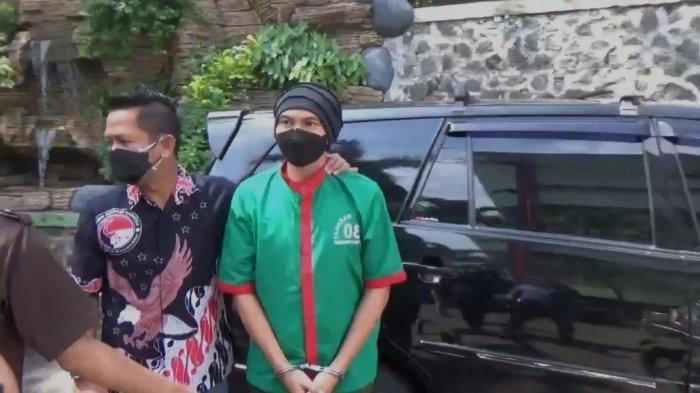 Anji tiba di RSKO Cibubur, Jakarta Timur untuk menjalani rehabilitasi, Jumat (25/6/2021)