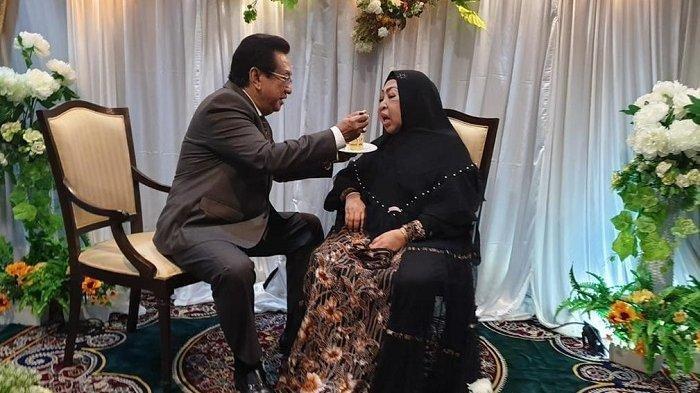 Anwar Fuady bersama sang istri tercinta