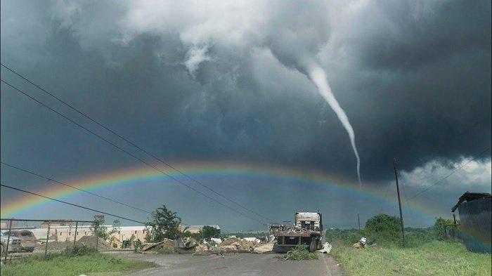 Ilustrasi angin badai dan tornado.