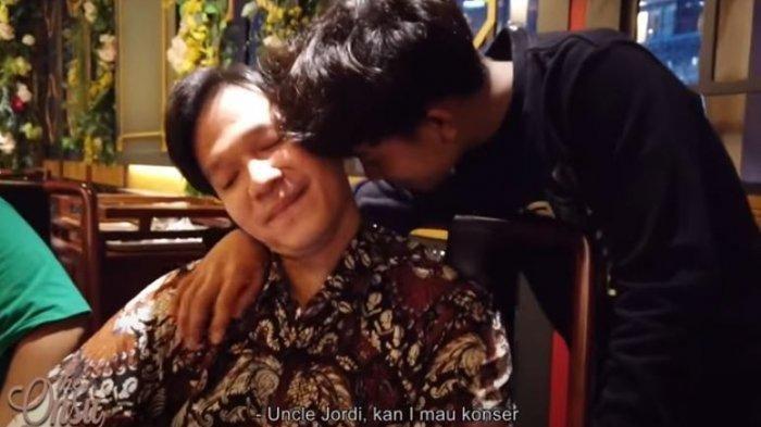 BUKAN Cuma ke Ruben Onsu & Sarwendah, Betrand Peto Bergelayutan Manja Sampai Peluk Cium ke Sosok Ini