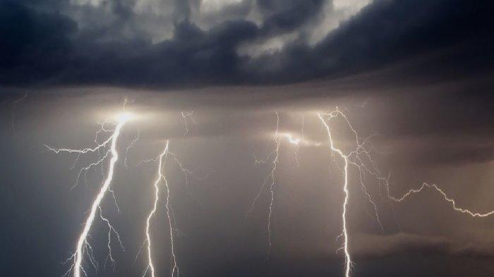 MAU Liburan Akhir Pekan Minggu 14 Februari 2021 Hari Ini? Awas! BMKG Ingatkan 5 Wilayah Cuaca Buruk