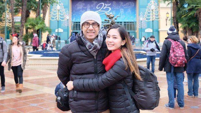 Bunga Zainal bersama suami