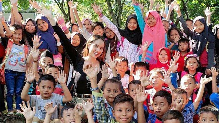 Cinta Laura Pilu Saksikan Nasib Anak-anak di Yayasannya, Tegur para Follower Agar Tidak Egois