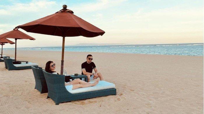 Cut Tari dan Richard Kevin liburan ke Bali