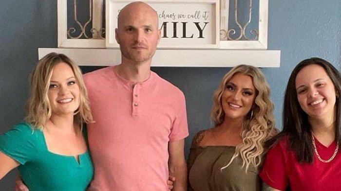 Dari kiri ke kanan, Danielle, Josh, Jennifer dan Chantel