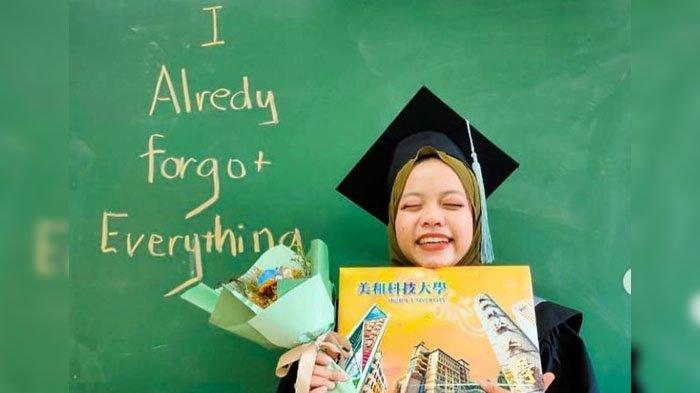 Dian Nursiati, anak sopir angkot yang sukses jadi sarjana di Taiwan