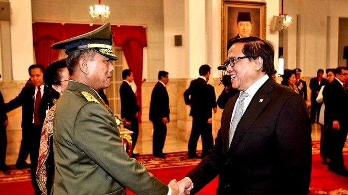 Dipo Alam Kenang Momen Selamati Moeldoko, Kecewa Eks Panglima TNI Khianati SBY 'Kehormatan Pupus'